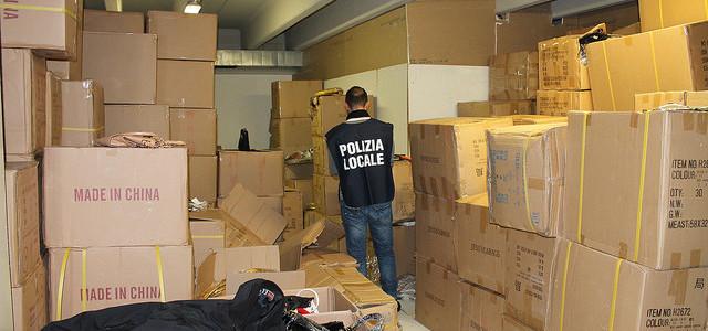 Polizia locale. Anticontraffazione, 45 mila borse sequestrate in magazzino di Sesto Fiorentino