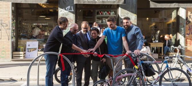 Biciclette, realizzata la prima rastrelliera pubblica posata da un privato