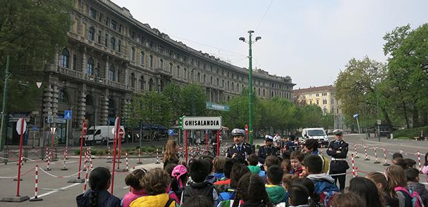 Polizia Locale. Piazza Castello, oltre 100 ragazzi a Ghisalandia