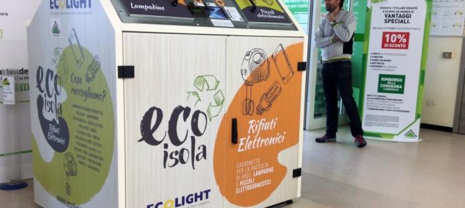 Arrivano in città le ecoisole:nuovi cassonetti intelligenti per la raccolta dei piccoli rifiuti elettronici e delle lampadine